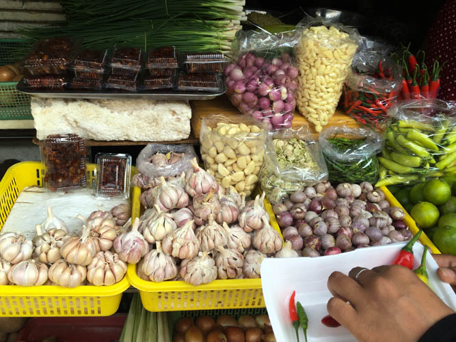 Garlic and the setting up of the chilli test - at Ben Thanh Market from the Vietnam Cookery Centre